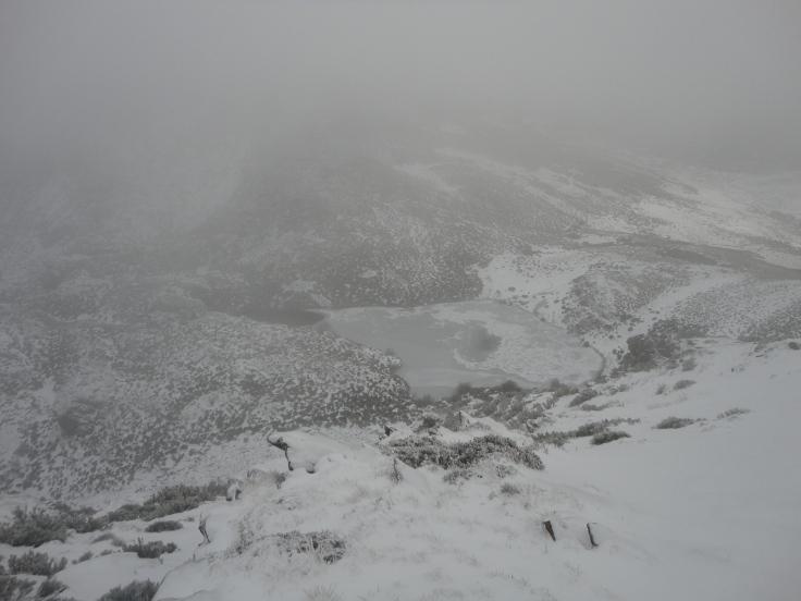 Lagoa da Serpe entre la niebla (foto: G. Mucientes, BEC)