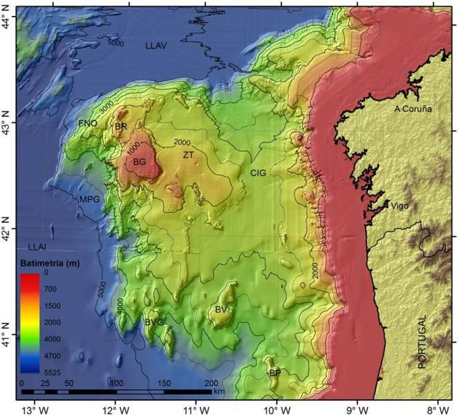 Batimetría del Banco de Galicia. Banco de Galicia (BG) y otros rasgos geomorfológicos de la zona: los montes submarinos de Vasco da Gama (BVG), el banco de Vigo (BV), el banco de Porto (BP), la cuenca interior de Galicia (CIG), la zona de transición (ZT), el flanco noroeste (FNO), los montes Rucabado y García (BR), el margen profundo de Galicia (MPG), la llanura abisal de Vizcaya (LLAV) y la llanura abisal ibérica (LLAI). Fuente: Proyecto ZEE (batimetría de ecosonda multihaz) y Atlas Digital GEBCO.